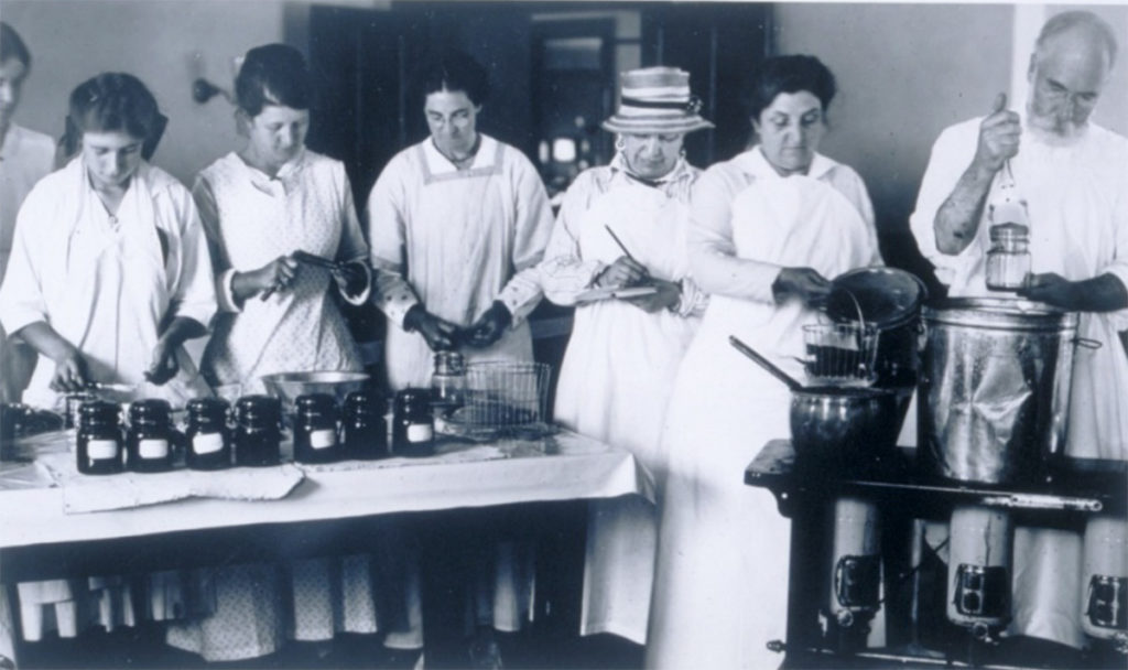 Women training at canning school Connecticut Agricultural College
